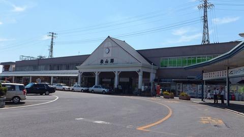 1280px-Matsuyama_Station_(Ehime)_201509