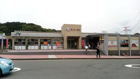 1280px-Kyushu-expressway-kiyama_pa-motenasu