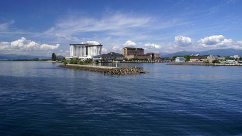1280px-Nagahama_port01s3872