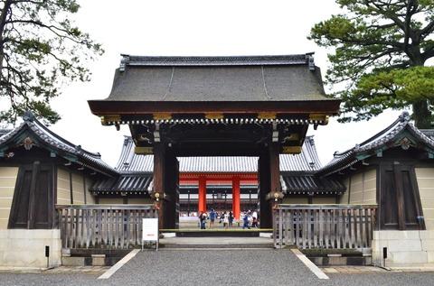 Kyoto-gosho_Kenreimon_(open)