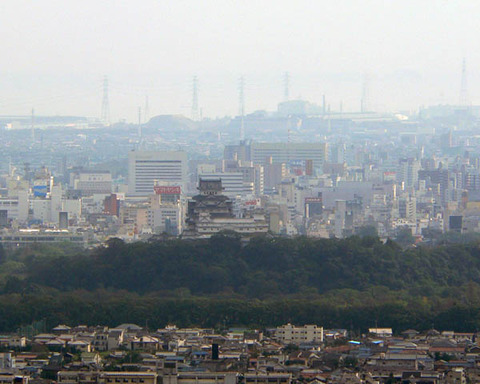 Himeji_Castle_seen_from_north