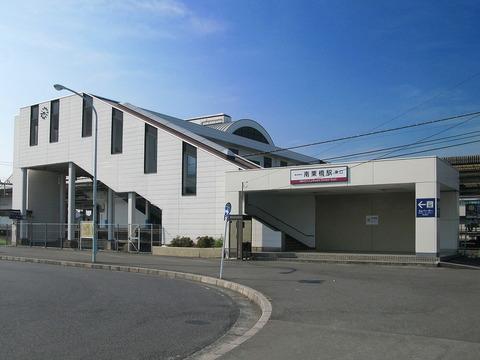 1280px-Minami-kurihashi_Station_East_Entrance_1