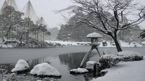 Kenrokuen_in_winter_01