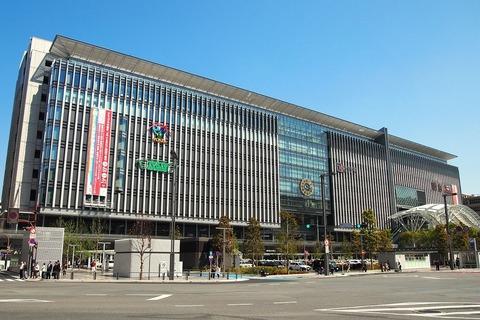 1280px-JR_Hakata_City_2011_Jan