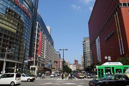 Fukuoka_City_-_Watanabe-dori_Avenue_-_01