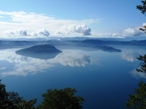 1024px-Lake_Towada_from_Ohanabe_2008