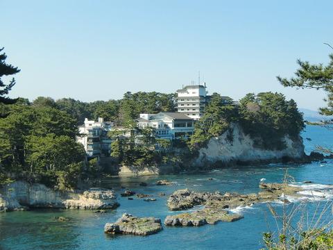 1280px-Izura-beach2011
