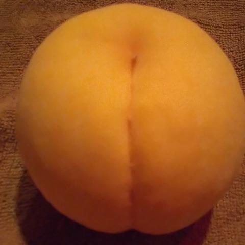 立派な黄桃