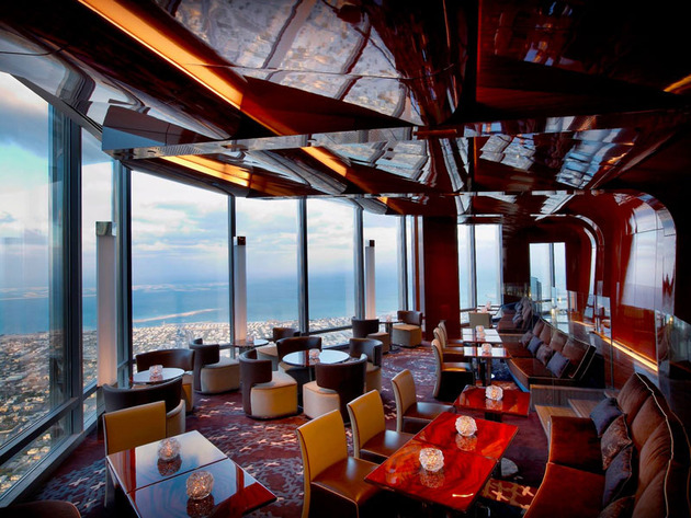 burj-khalifa-top-floor-restaurant-atmosphere-dubai