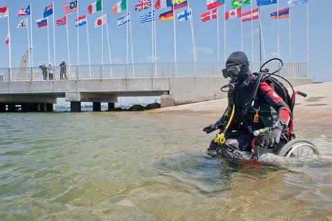 wheelchair-deep-sea-diving04