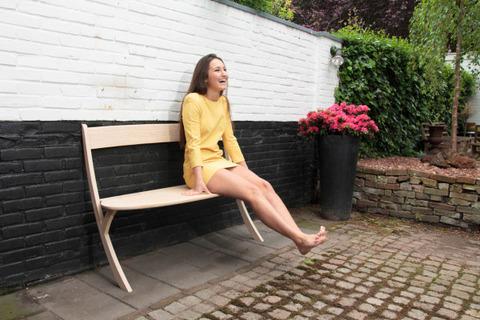 空気椅子なベンチ3