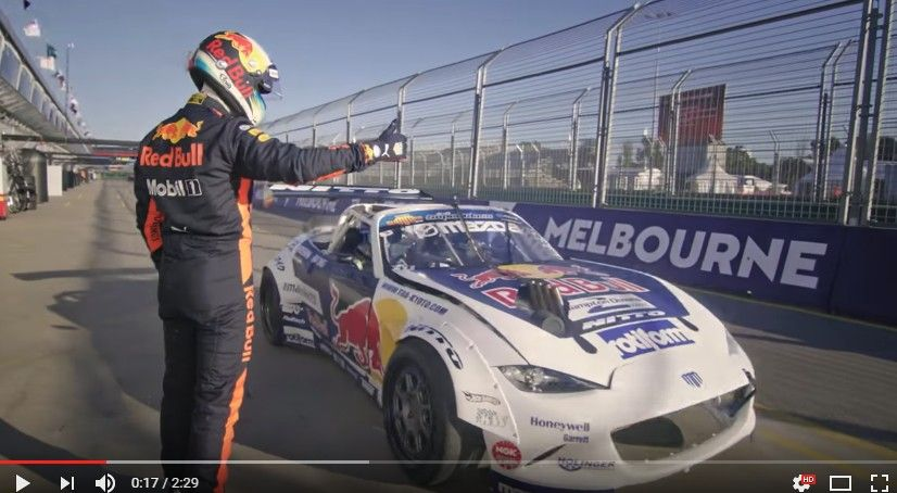 ダニエル・リチャルドがマッド・マイクの1000馬力超のマツダ・ロードスター「RADBULL」に相乗りドリフトを味わう!