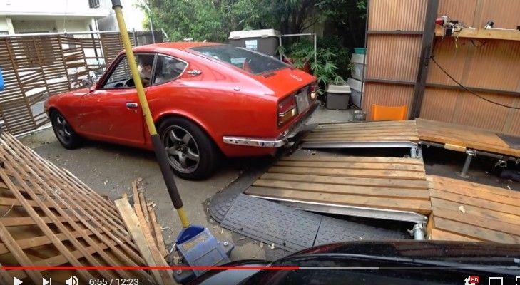 サイドブレーキの甘掛けでフェアレディZ(240Z)を門に突っ込ませちゃったユーチューバーwwww