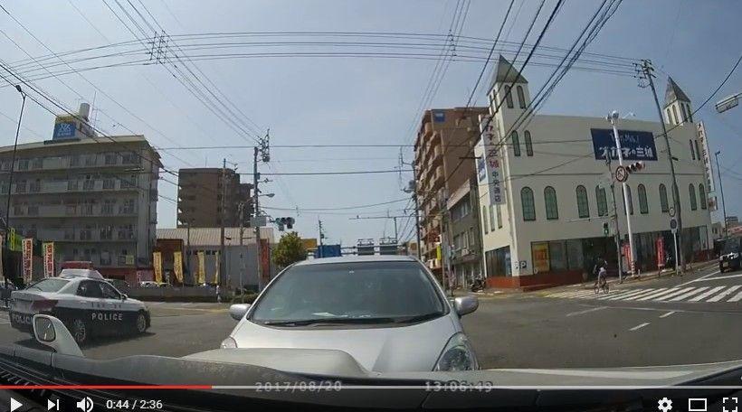 【動画】いったい何故!?高齢者運転のフィットが右折レーンから直進して邪魔をしてきた…愛媛県松山市