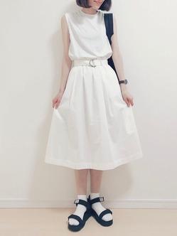 白ソックスコーデ 白×サンダル