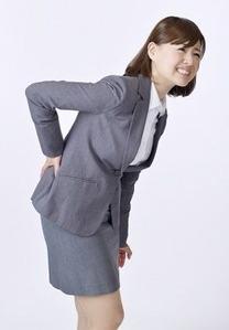 腰痛の女性社員
