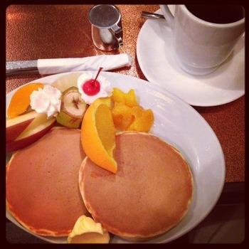 2014-3-22-victor&fruitshotcake