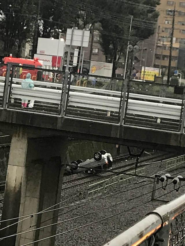 【悲報】武蔵野線さん、今度は車が線路に転落してしまう