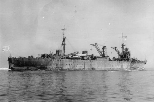 IJN_repair_ship_AKASHI_in_1939