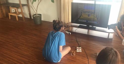 しゅかしゅーファミコンを遊ぶ