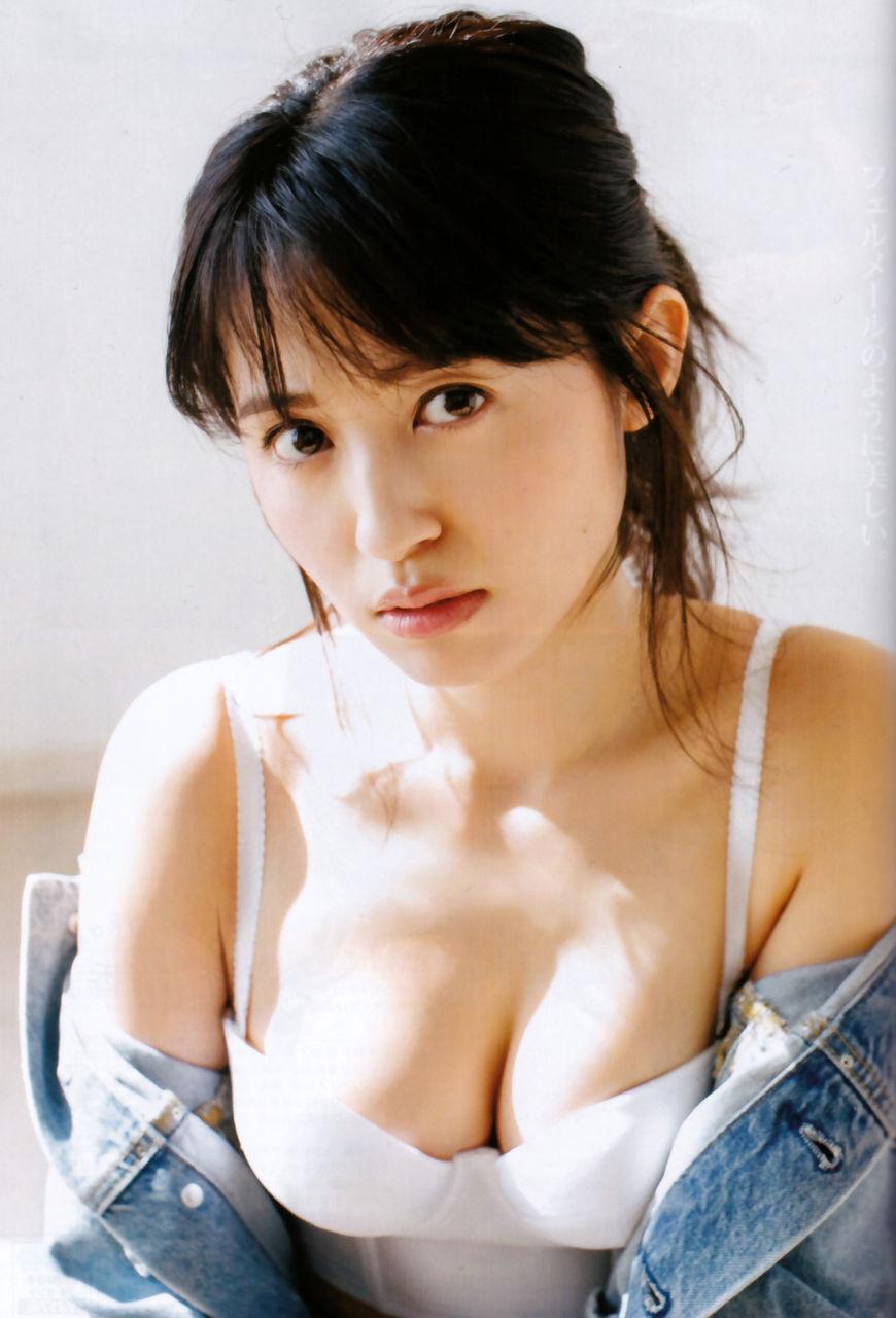 小林愛香さんのインナー姿