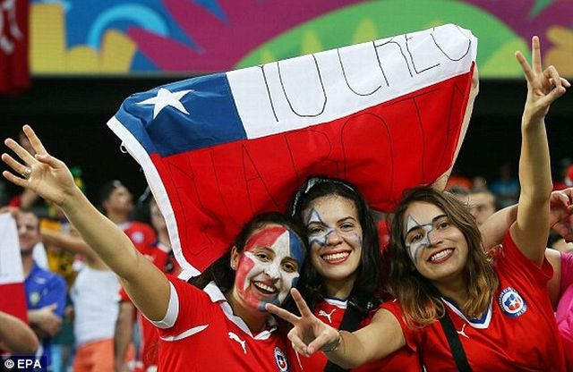 1402696620286_lc_galleryImage_epa04254932_Chilean_fans_