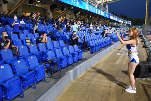 台湾プロ野球 観客を入れて試合