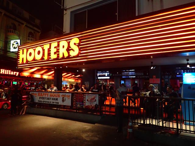 hooters-bar-bangkok