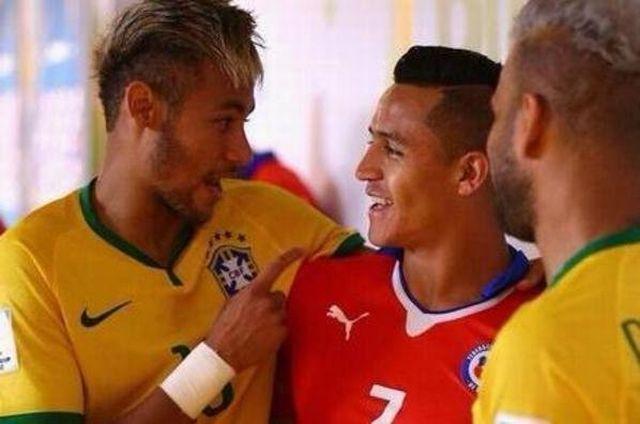 Neymar-riendo-a-gusto-con-Alex_54410528885_54115221154_600_396