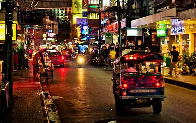 nana-plaza-bangkok