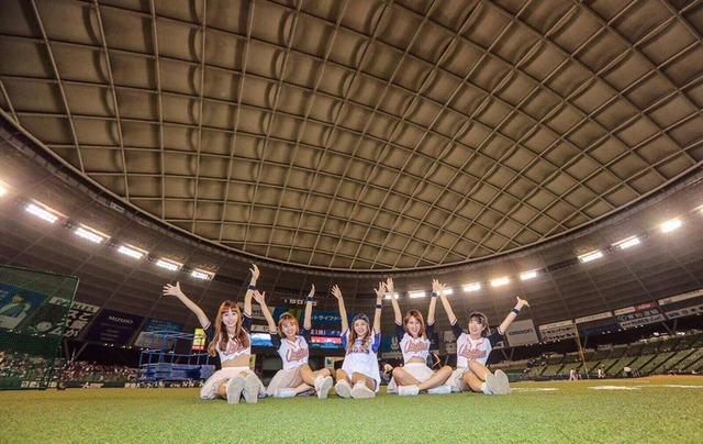 Uni-Girls in Japan