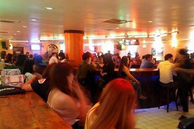 thermae-cafe-bangkok-nightlife-inside