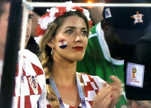Photos of Hot Female Fans of FIFA World Cup 2018 (24) (1)