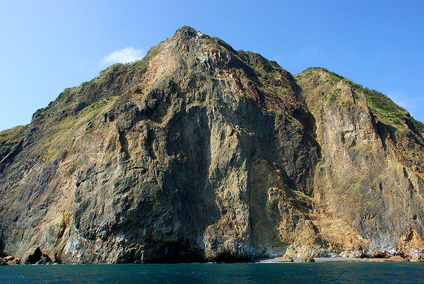 800px-Gueishan_Island_the_Cliff