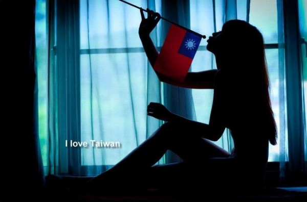 taiwan-taiwanese-flag-girl-02-600x396