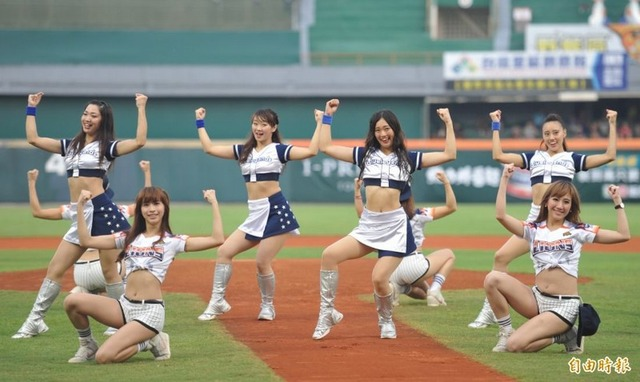 Uni Girls & Blue Legends