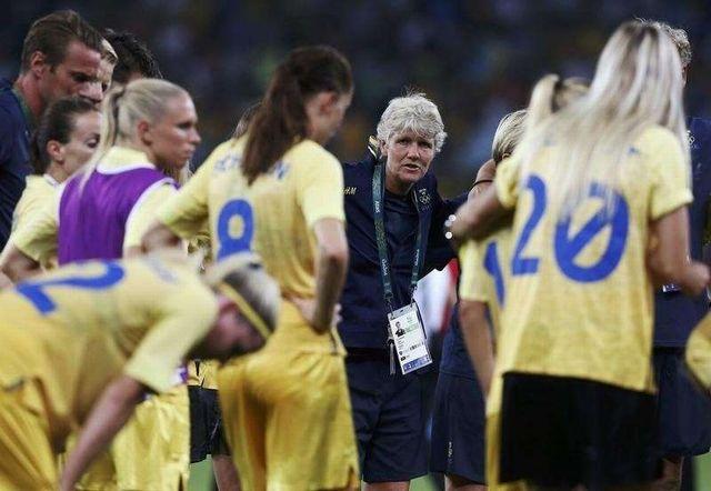 RIO WOMAN FOOTBALL4