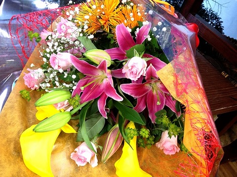 花束 カラー ガーベラ トマホーク