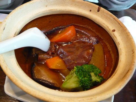 新宿 古月 牛肉と大根の土鍋煮