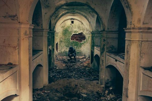 bombed-932108_1280-2