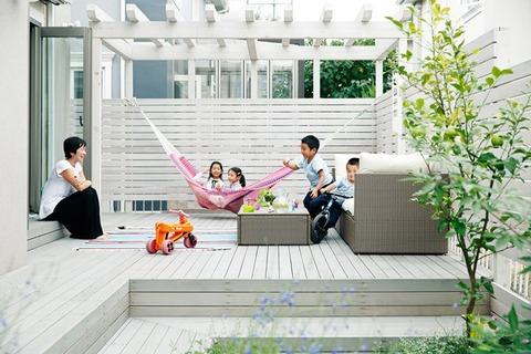 outdoor_002_420s-700x467