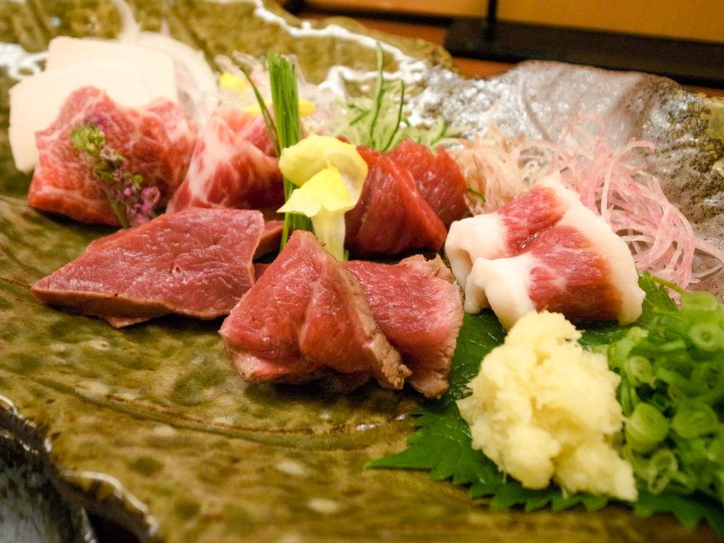 熊本で馬刺しを楽しむならベタに「菅乃屋」で間違いない