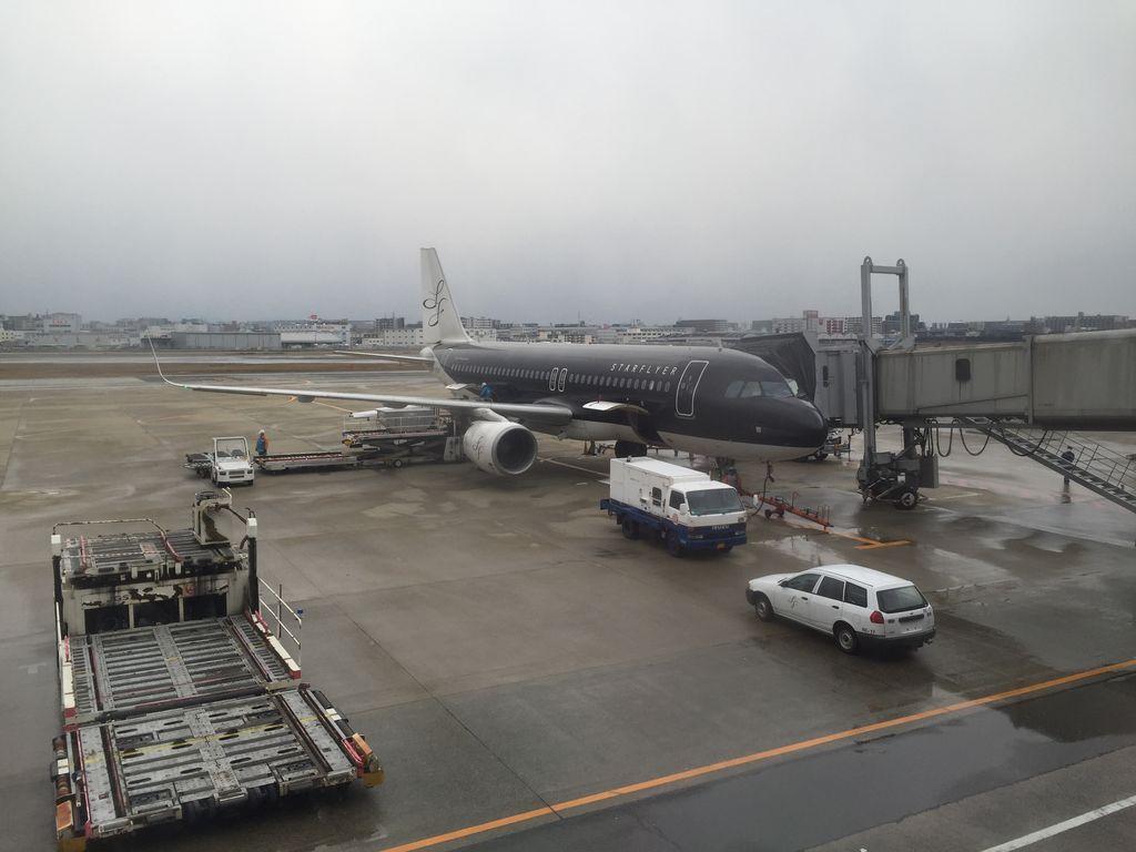 スターフライヤー羽田-福岡便に乗ってきたので評判通りかLCCと比較してみる
