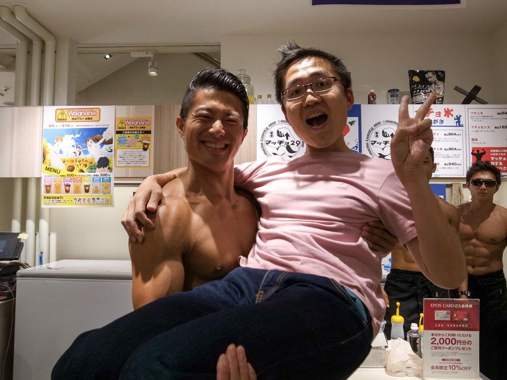 イケメンマッチョがお姫様抱っこしてくれるかき氷店「マチョ氷」渋谷マルイに限定オープン!