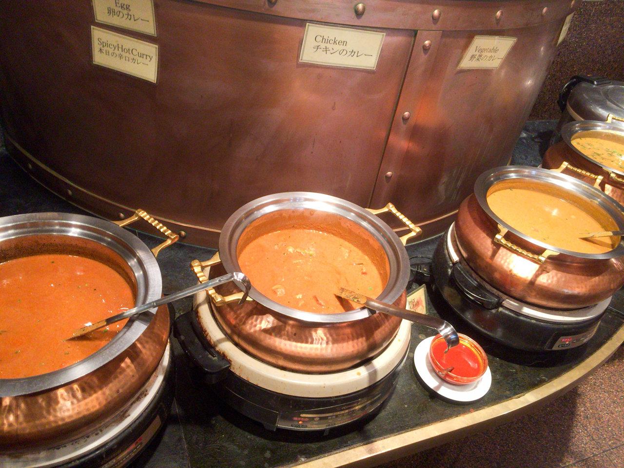 アメ横でカレー食べ放題ならインド感満載の「マントラ」へ