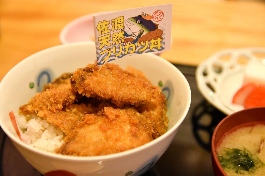 佐渡新名物「天然ブリカツ丼」はアラフォーの胃袋にベストマッチ!【PR】