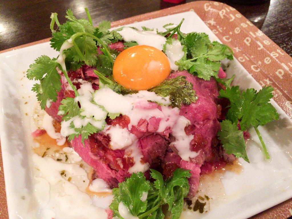 渋谷246沿いに期間限定の肉天国!「鬼ビーフ宮益坂店」