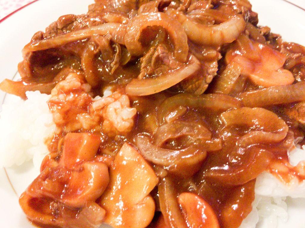 浅草の裏路地にたたずむ洋食の名店「グリル佐久良」の絶品ハヤシライス