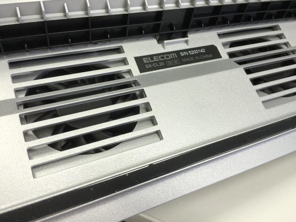 夏ですね。ノートパソコンがヤケドするほど熱いのでPCクーラーを買いました