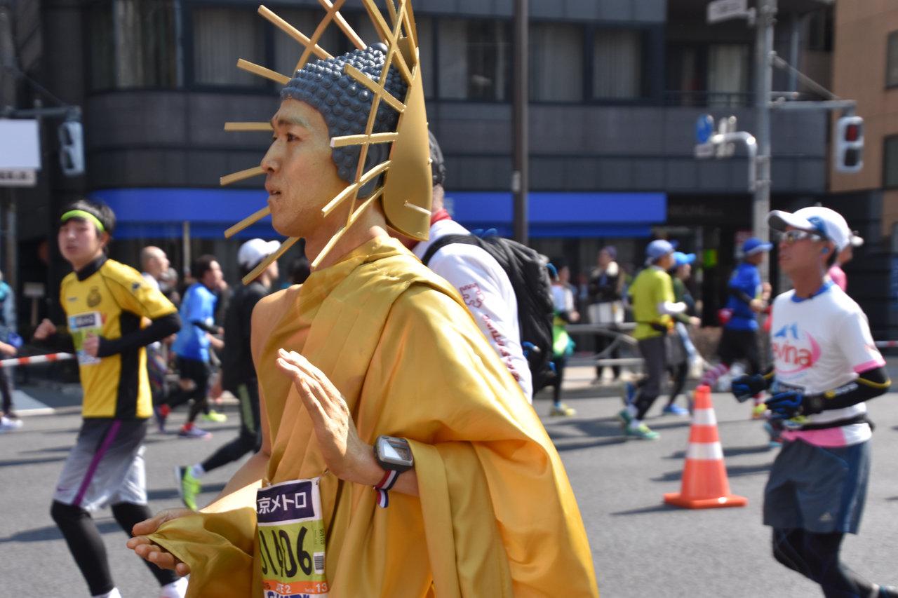 【速報】東京マラソン2016、キリストは降臨せずとも仏様が現れる
